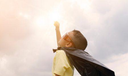 Patru metode prin care poți încuraja independența copilului tău